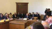 Успех! Депутатите приеха закона на Красен Кралев за повече спортни обекти