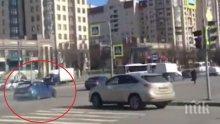 ШАШ! Смъртно опасен дрифт на оживена улица посред бял ден (ВИДЕО)