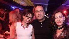 ГОРЕЩО В ПИК! Цветанка Ризова в афера с 11 години по-млад доктор! (СНИМКИ)