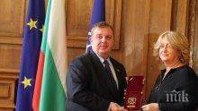 Министър Каракачанов, откога многомилионните данъчни длъжници като Венелина Гочева се наричат будители?!