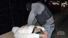 Зрелищен арест в Бургас! Дилър хвърля пакети с пико, за да се спаси от ченгетата