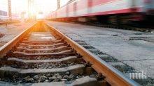 ОТ ПОСЛЕДНИТЕ МИНУТИ! 25-годишна жена се хвърли под товарен влак!