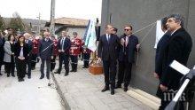 УНИКАЛНО! Четирима президенти откриха паметна плоча за Желю Желев в родното му село (СНИМКИ)