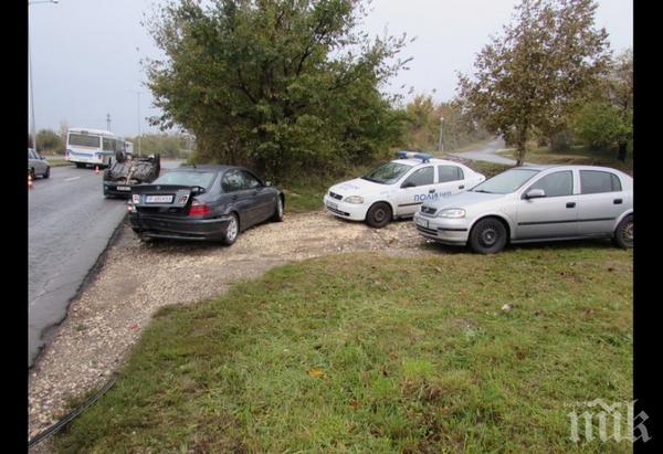 СТРАШНО МЕЛЕ! Четири коли и патрулка се помляха на пътя Русе-Разград (СНИМКИ)
