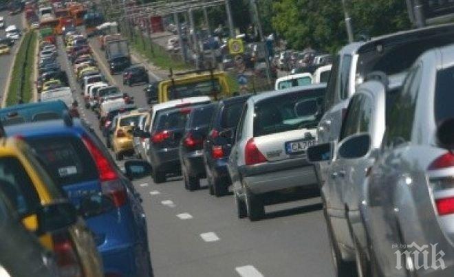 ПАРАДОКС! Българите карат бензинови коли при 4000 евро отстъпка за електромобилите