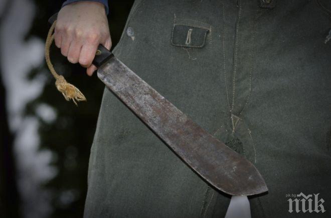 Бакшиш нападна с мачете клиент, защото си поискал ресто (ВИДЕО)