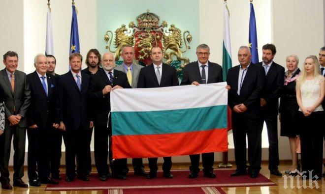 Президентът Румен Радев изпрати българските полярници с трикольор