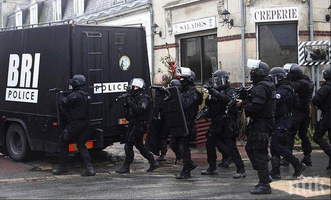 ИЗВЪНРЕДНО! Пак газят хора с автомобил във Франция! Кола се е врязала в тълпа ученици, трима са ранени! (ОБНОВЕНА)