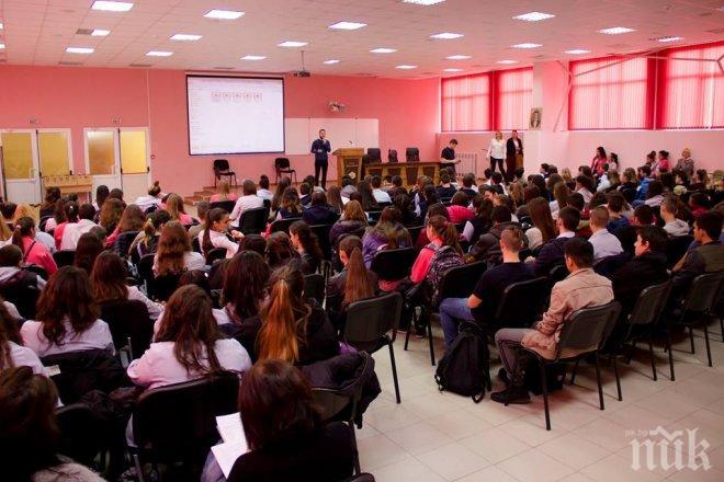 РОДОЛЮБИЕ! Открит урок по история събра над 150 ученици в русенско училище (СНИМКИ)