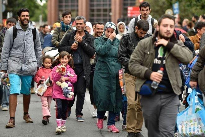 Около 200 хиляди души годишно напускат Афганистан, защото не се чувстват сигурни