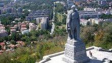 """Остра реакция! Русия негодува срещу вандалския акт срещу """"Альоша"""""""