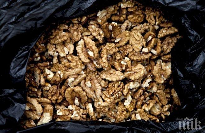 Яжте повече орехи, за да намалите риска от инфаркт
