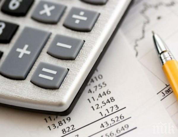 Икономисти: Махнете данъка върху лихвите