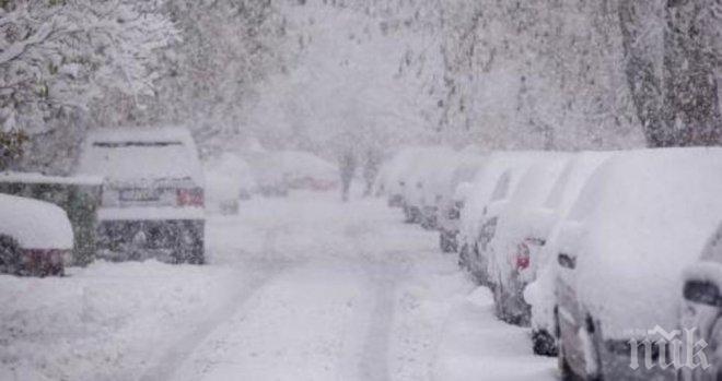 ВРЕМЕТО СЕ ОБРЪЩА! Снежен ад идва към България! Стихията блокира Хърватия, взе жертва в Сърбия