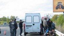 Повдигнаха обвинение на шестима за транспортиране и укриване на нелегални мигранти