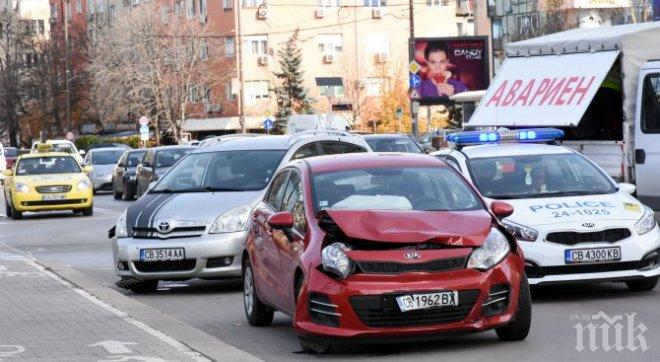 """Катастрофа до НДК! Две коли се сблъскаха на бул. """"Витоша"""""""