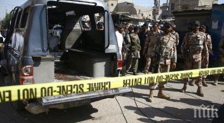 Камикадзе се взриви и уби петима души в Пакистан