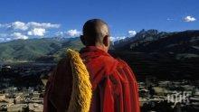 ЖИВА ФАКЛА! Тибетски монах се самозапали в Китай