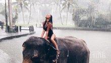 НА РЪБА! Николета рискува живота си! Увисна на въжета над стръмна долина в Бали (СНИМКИ)