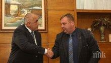 """МИГНОВЕНА РЕАКЦИЯ! След разговор с министър Каракачанов, премиерът Борисов спасява """"Спартан""""-ите и казармите"""