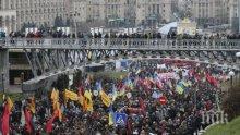 Около 50 000 души са участвали на митинг за импийчмът на Петро Порошенко, властите посочиха много по-малко
