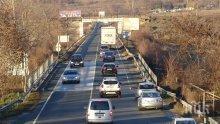 Тежък трафик и две верижни катастрофи блокираха движението по Е-79
