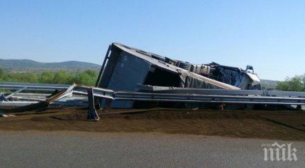 """ИЗВЪНРЕДНО! Катастрофа блокира автомагистрала """"Тракия"""""""