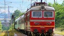 Инцидент! Момиче е пострадало леко от хвърлен камък по влак в района на Кумарица