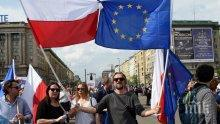 """Полша определи като """"политически"""" наказателната процедура на ЕК"""