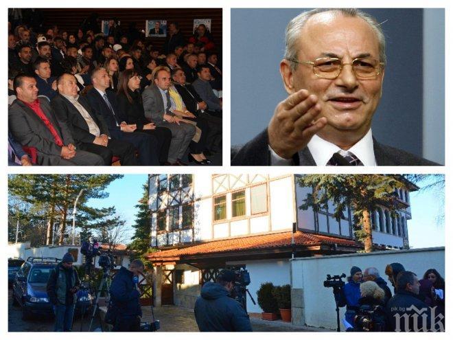 ЕКСКЛУЗИВНО В ПИК TV! Партийният елит на ДПС се стича в Сараите! Активистите тръпнат за речта на Доган (ОБНОВЕНА/СНИМКИ)