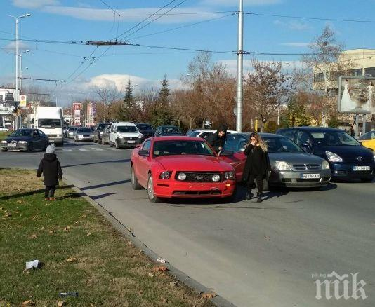 АВТОМЕЛЕ В ПЛОВДИВ! Отнесоха Форд Мустанг, 4 коли се насметоха