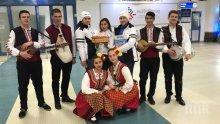БРАВО! Посрещнаха с гайди, хляб и сол първия чартър с руски туристи (СНИМКИ)