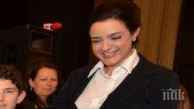 Бившата депутатка Калина Крумова се уреди на сладък пост! Почернени майки дискредитират сексапилната брюнетка