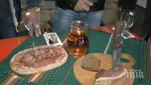 ПЛАНИНСКИ УЮТ! С бут и червено вино посрещат гостите в Еленския балкан (ВИДЕО)