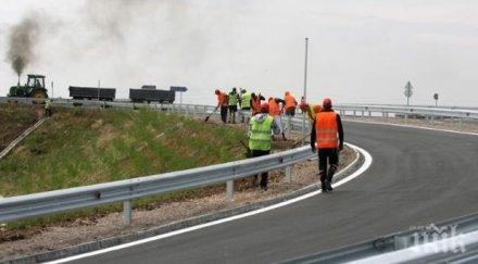 """КАРАЙТЕ ВНИМАТЕЛНО! Ремонтират мантинелата на магистрала """"Тракия"""" при 230 км"""