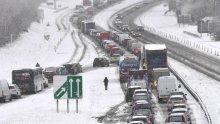 Буря и стачка застрашават новогодишните празненства на британците