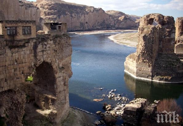 Древен град потъва във водата