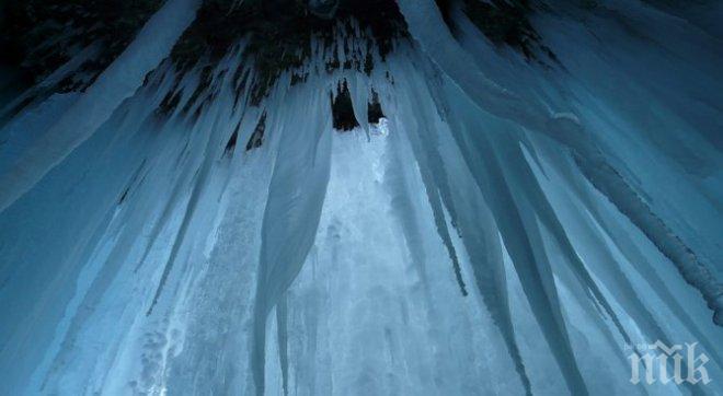 АДСКИ СТУД! Ниагарският водопад замръзна (СНИМКИ)