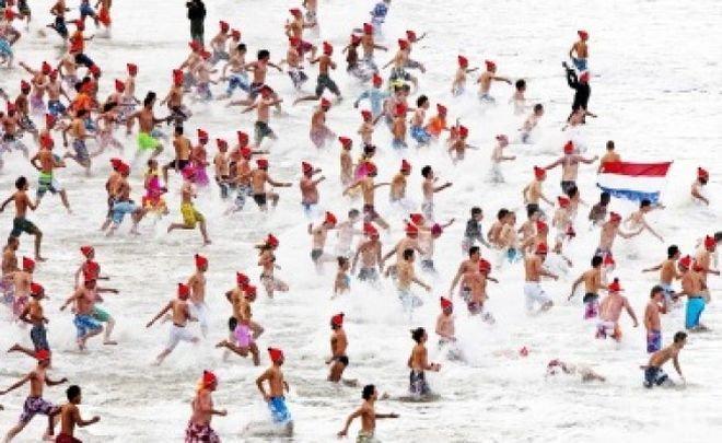 ШАШ! Ледено къпане край Дюнкерк за Нова година