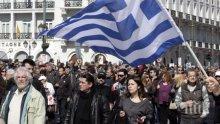 Екшън в Гърция! Протестиращи щурмуваха министерството на труда в Атина