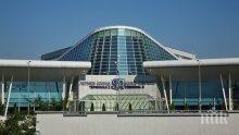 ИЗВЪНРЕДНО В ПИК! Евакуираха двата терминала на Летище София (ОБНОВЕНА/СНИМКИ)
