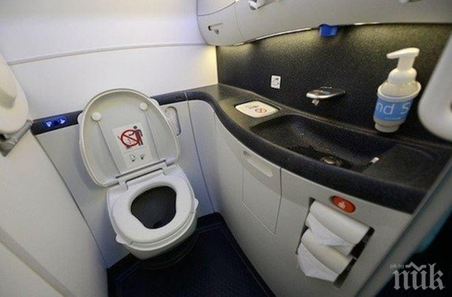 ЛЮБОПИТНО! Вижте защо е забранено ползването на тоалетната в самолет при излитане и кацане