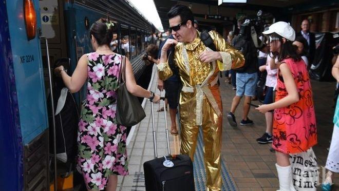 Влак натовари хиляди двойници на Краля Елвис
