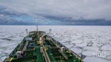 Спасители извадиха тела на моряци от горящия танкер край бреговете на Китай