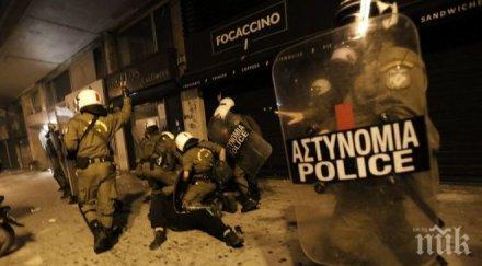 Полицията в Атина е използвала сълзотворен газ срещу протестиращи пред парламента