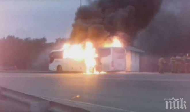 Автобус с 15 работници се запали в движение, ето какво направи шофьорът