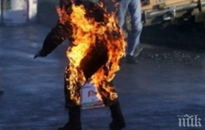 Отчаян от безпаричие мъж се самозапали пред Меджлиса в Анкара