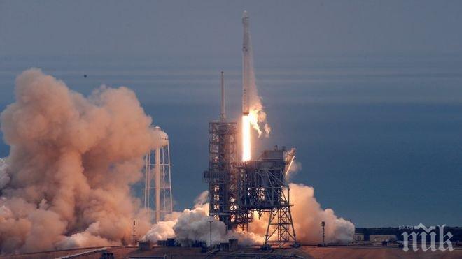 """Космическият кораб """"Дракон"""" се приземи успешно в Тихия океан"""