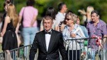 Снеха имунитета на чешкия премиер, погват го за измама