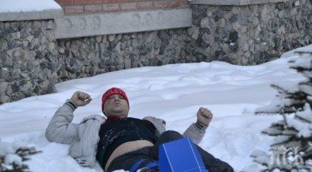 Жена спаси от измръзване пиян мъж, залепнал със задните си части на асфалта